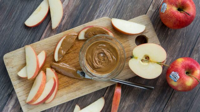 Red apple and peanut butter calories