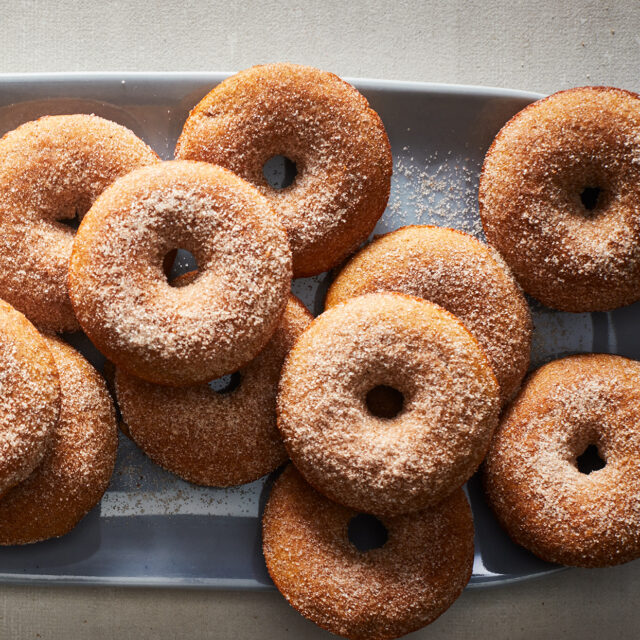apple cider donut calories cinnamon sugar