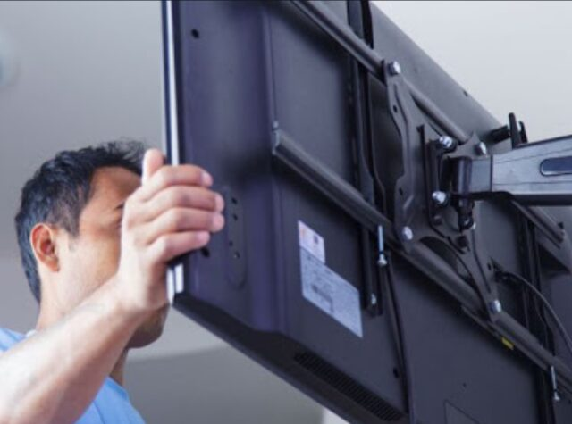 7 Reasons to Hire a Professional TV Wall Mounting Service